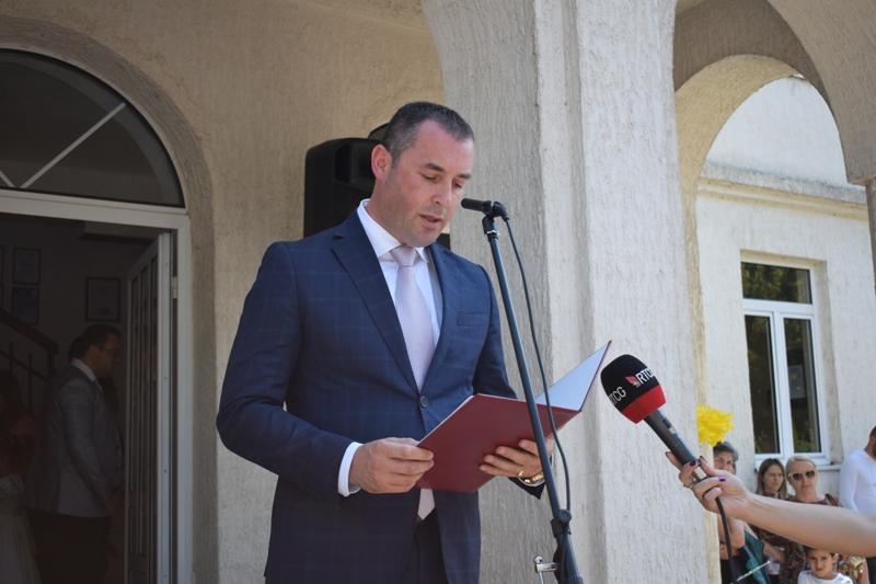 Шћекић уручио бесплатне уџбенике