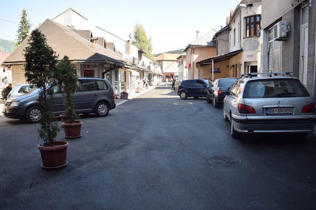 Постављен асфалт на Његошевом тргу