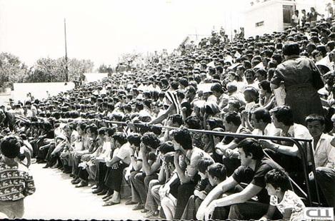 Ова слика има празан alt атрибут; име њене датотеке је stara-slika-stadion.jpg