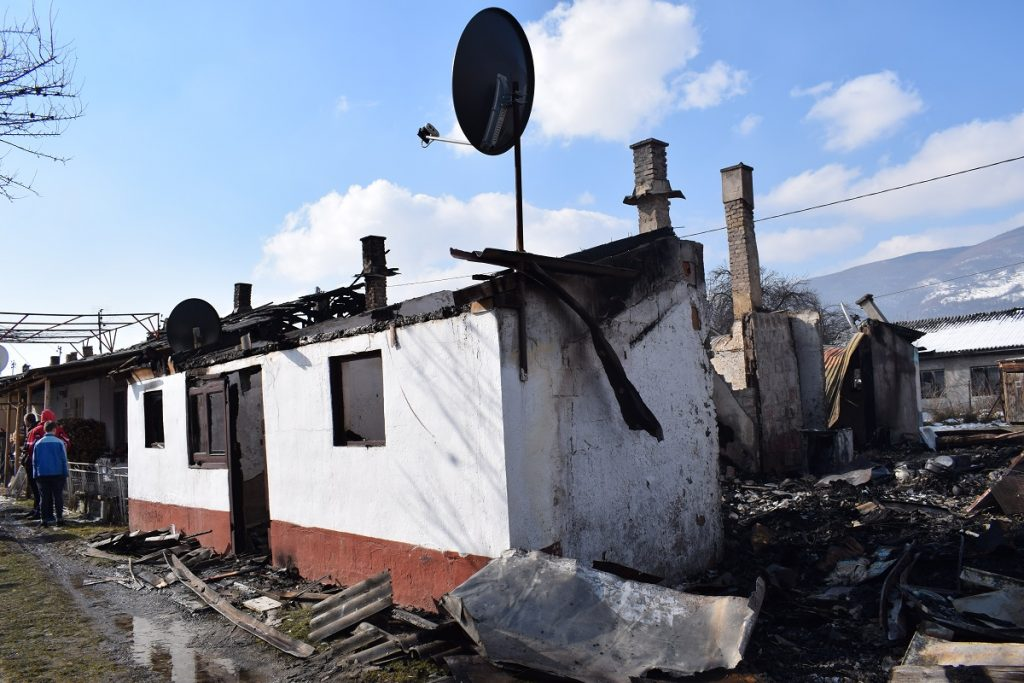 Изгорело седам станова у пожару на Рудешу, нема повријеђених