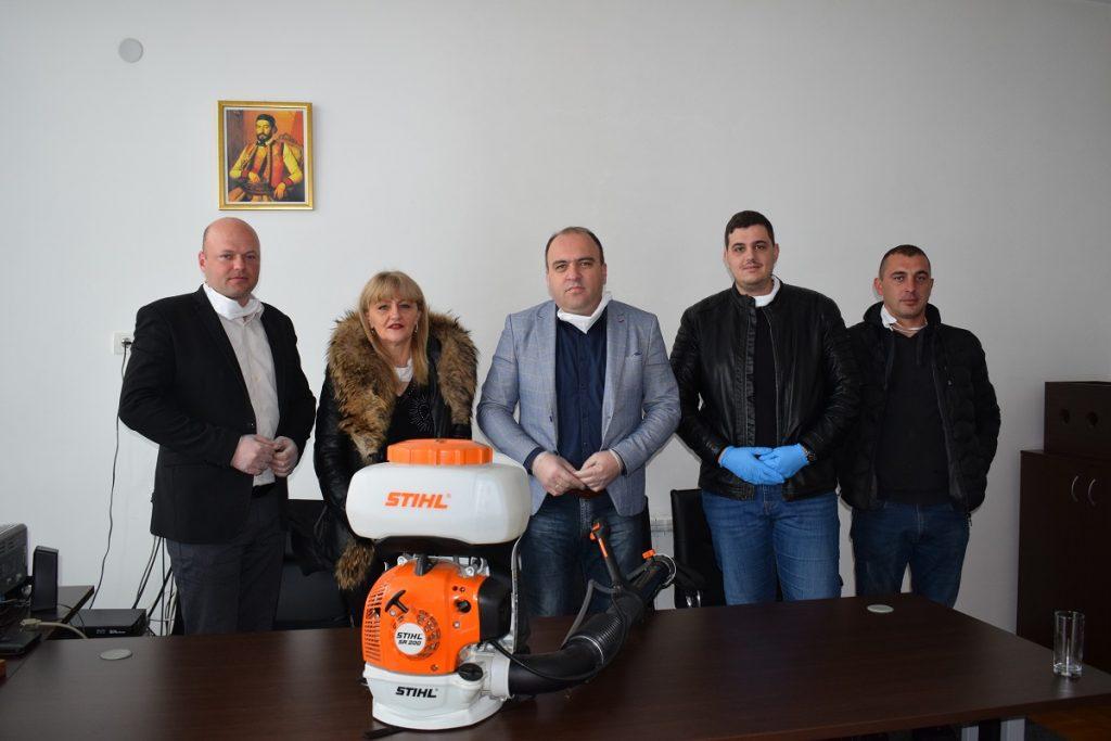 """M&C company"" из Берана донирала Служби заштите атомизер"