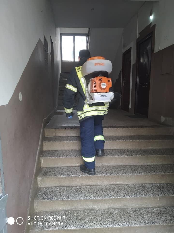 Дезинфекција стамбених зграда и установа у Беранама