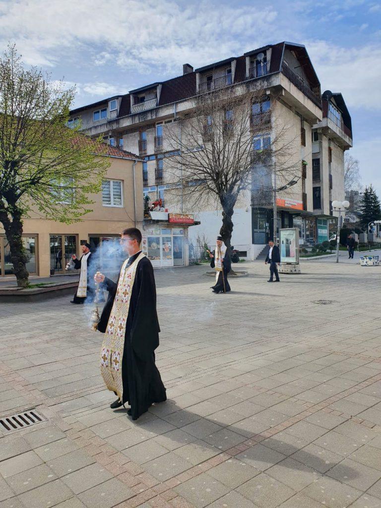 Владика Јоаникије предводио васкршњи ход улицама Берана