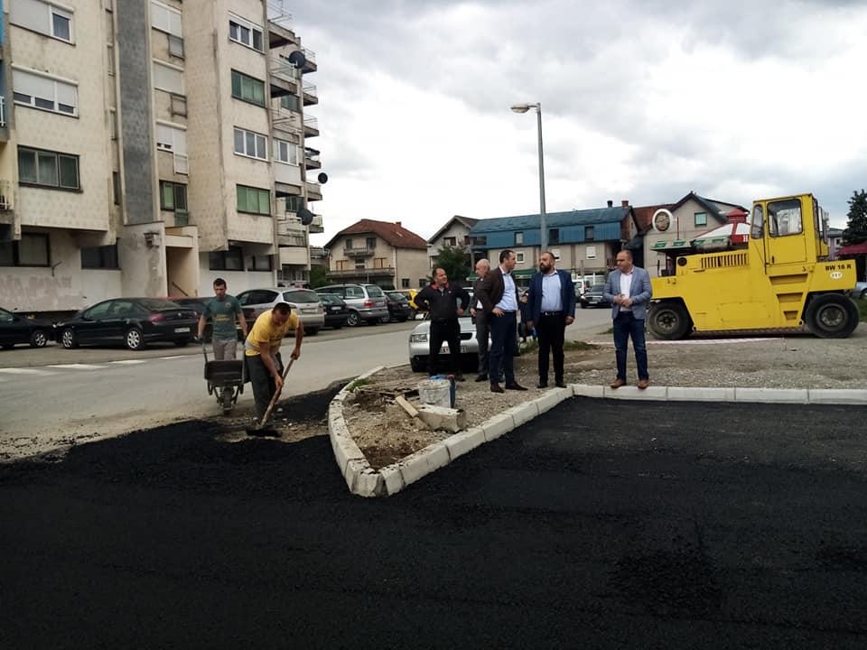 Почело асфалтирање улице и паркинг простора у МЗ Парк