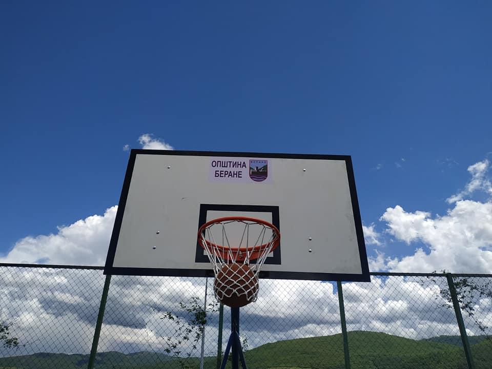 Почела акција уређивања спортских терена у мјесним заједницама
