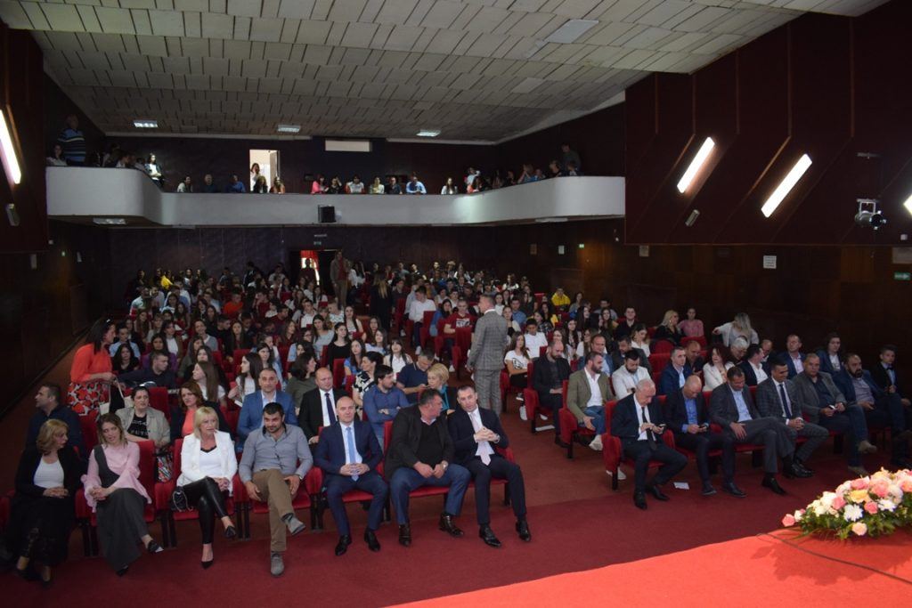 Општина Беране наградила најуспјешније ученике (ФОТО)