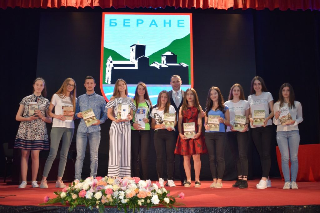 Opština Berane nagradila najuspješnije učenike (FOTO)