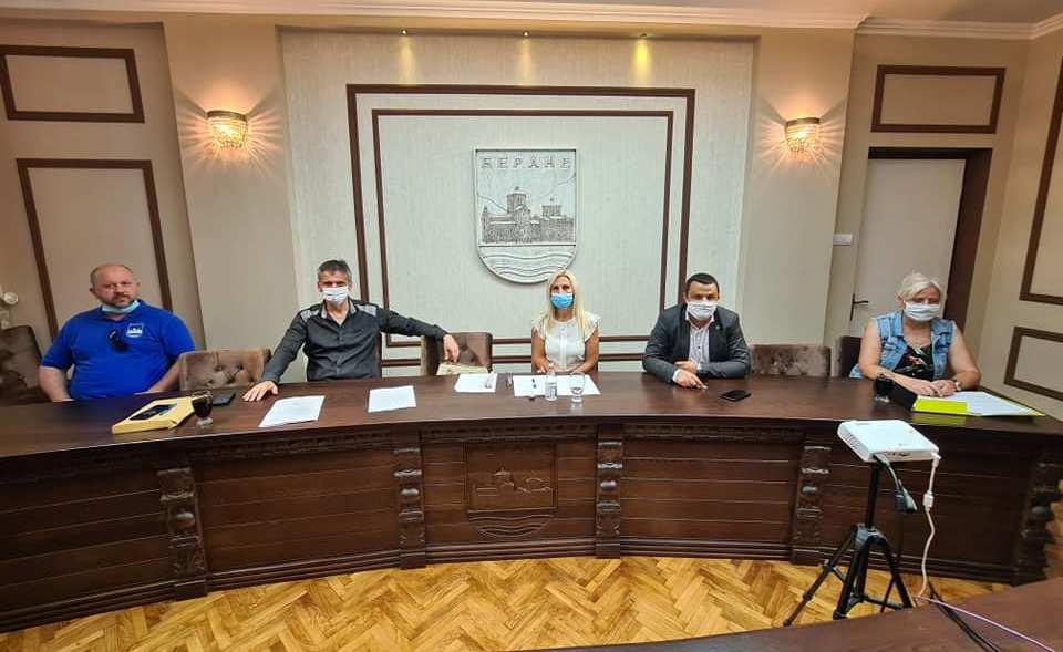 """Владика Јоаникије и директор Гимназије добитници Награде """"21. јул"""""""