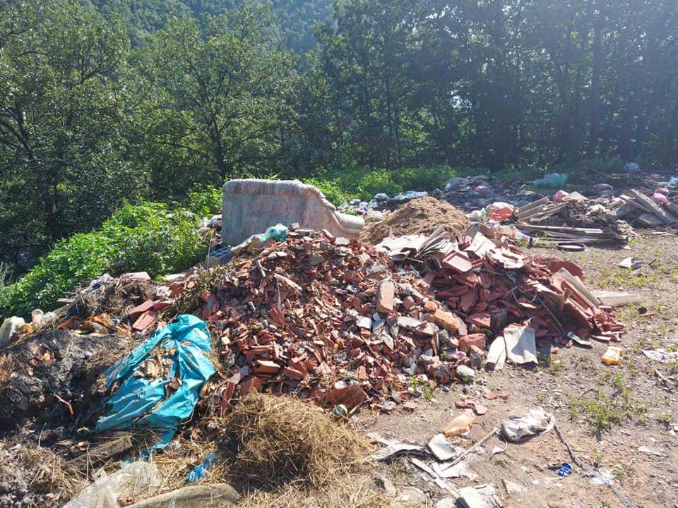 """Општински руководиоци уклонили дивљу депонију у склопу акције """"Очистимо град"""""""