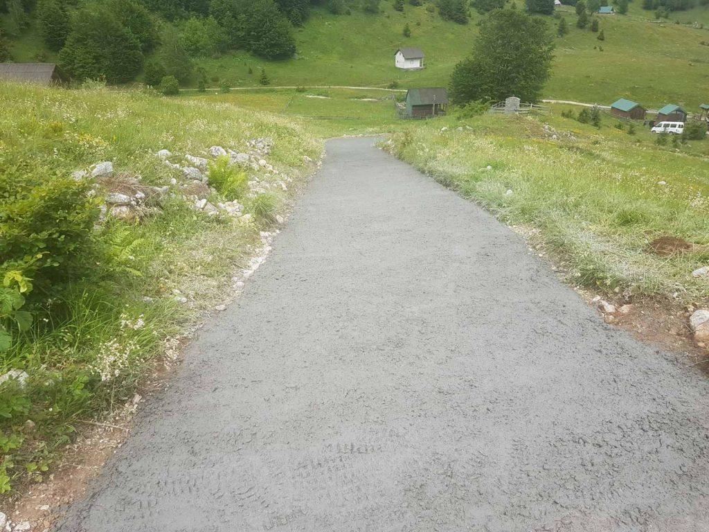 Завршено бетонирање пута у мјесту Суводо
