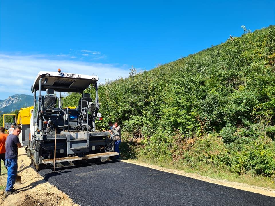 Општина унапређује руралну инфраструктуру: У току асфалтирање пута у МЗ Загорје (ВИДЕО)