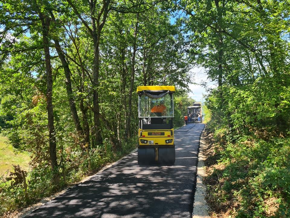 Општина унапређује руралну инфраструктуру: У току асфалтирање пута у МЗ Загорје