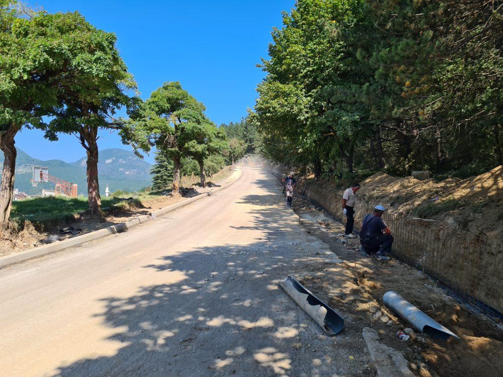 Ускоро нови изглед Јасиковца: тротоари, шеталиште, пјешачке стазе, расвјета...