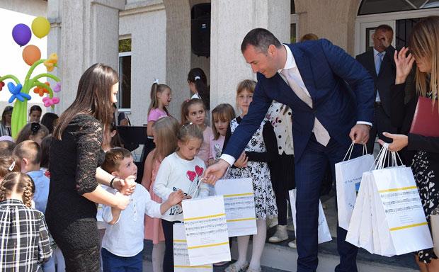 ШЋЕКИЋ: Општина Беране је и ове године обезбиједила бесплатне уџбенике за све основце, њих 3002