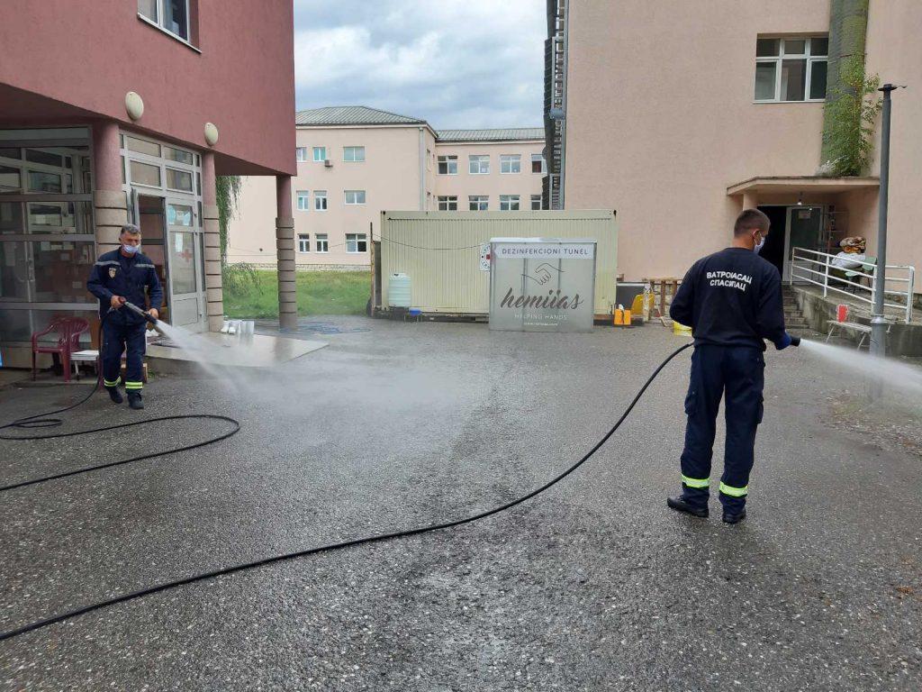 Služba zaštite sprovela akciju dezinfekcije u krugu Opšte bolnice i Doma zdravlja