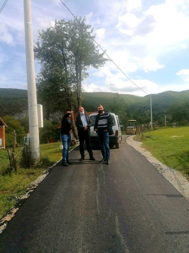 Завршено асфалтирање пута у Петњику, у току радови на Полици