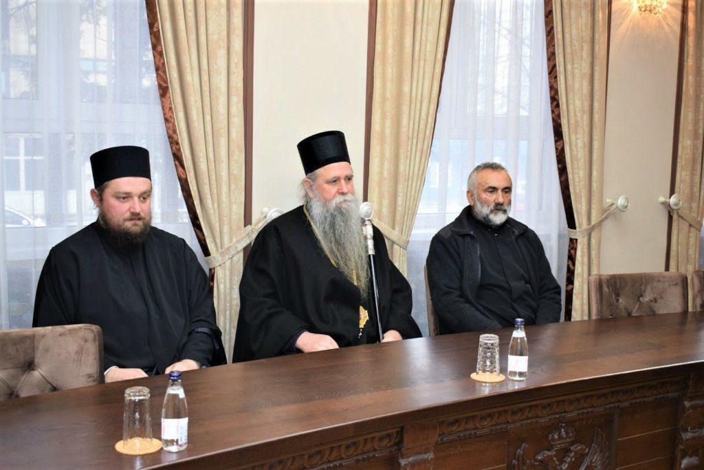 """Епископу Јоаникију уручена награда """"21. јул"""", новац од награде донирао Дневном центру"""